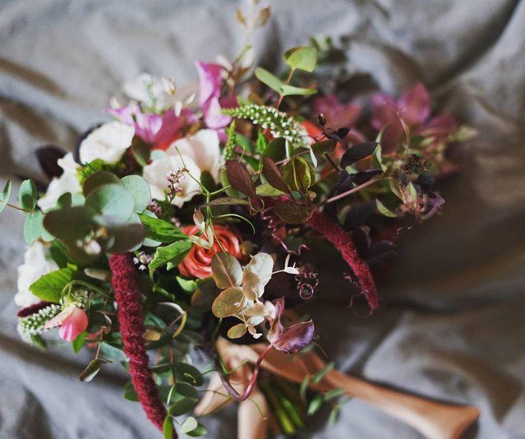 """46 likerklikk, 2 kommentarer – Botanica Blomster (@botanicablomster) på Instagram: """"Nydelig og vill brudebukett fra bryllup i helgen.  #brudebukett #brud #bryllup2016 #bryllup2017…"""""""