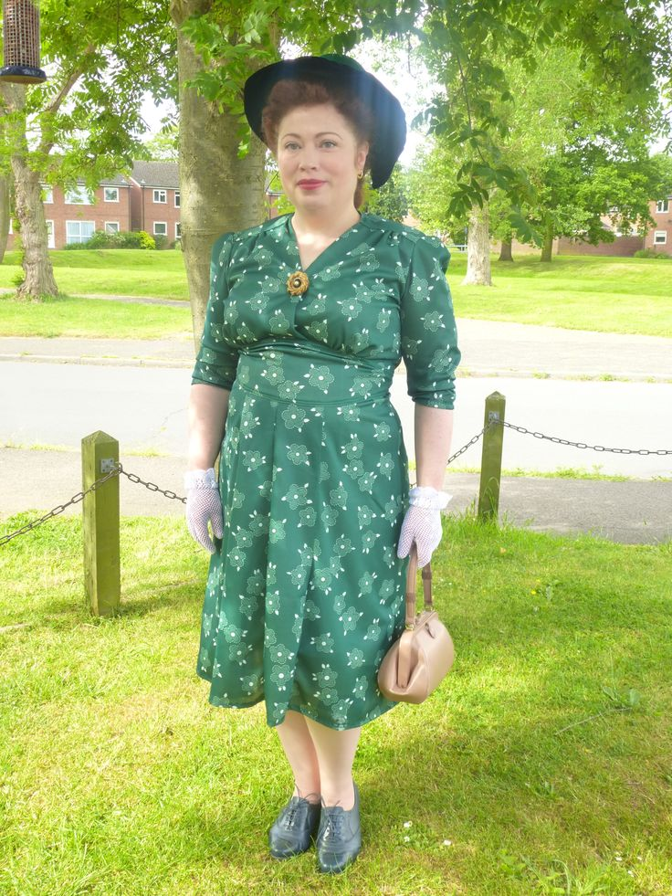 WWII, here I come!  Made with vintage fabric, this was based on a Sense & Sensibility pattern. #vpp1