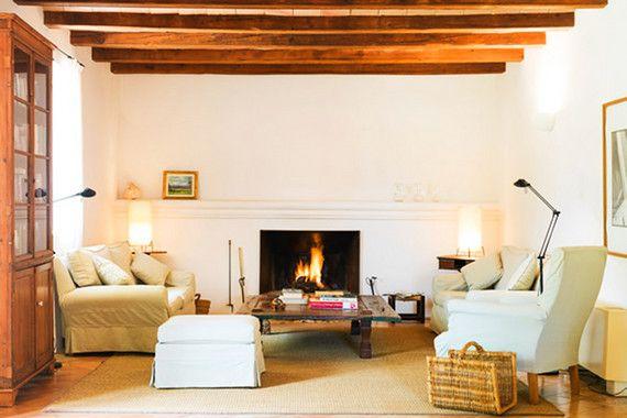 Das idyllische Finca Hotel Son Bernadinet bei Campos im Süden Mallorcas ist umgeben von duftende Gärten. Das Landhotel besteht aus einem Hauptgebäude, in dem sich die öffentlichen Hoteleinrichtungen wie Speisesaal und Salons mit Kamin befinden und mehreren kleinen, von Mandelbäumen, Zypressen und Orangenbäumen umgebenen Gebäuden, in denen die sechs Doppelzimmer, die vier Juniorsuiten und die Suite untergebracht sind. Das Fincahotel Son Bernadinet verfügt über 42 Hektar Land, genügend Platz…