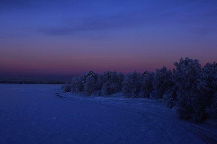 Das blaue Moment am Polarkreis. Stille. Ruhe.