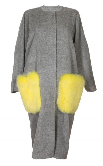 Cocoon yourself in NARCISS oversized Anne Coat. This alpaca-blend coat with bright fox fur pockets is a MUST-HAVE piece this season.  Although the light grey Anne Coat with yellow fox fur pockets is sold out, please contact our customer service to find out about the possibility to order the NARCISS Anne Coat in different colour variations. Delivery 2 weeks.