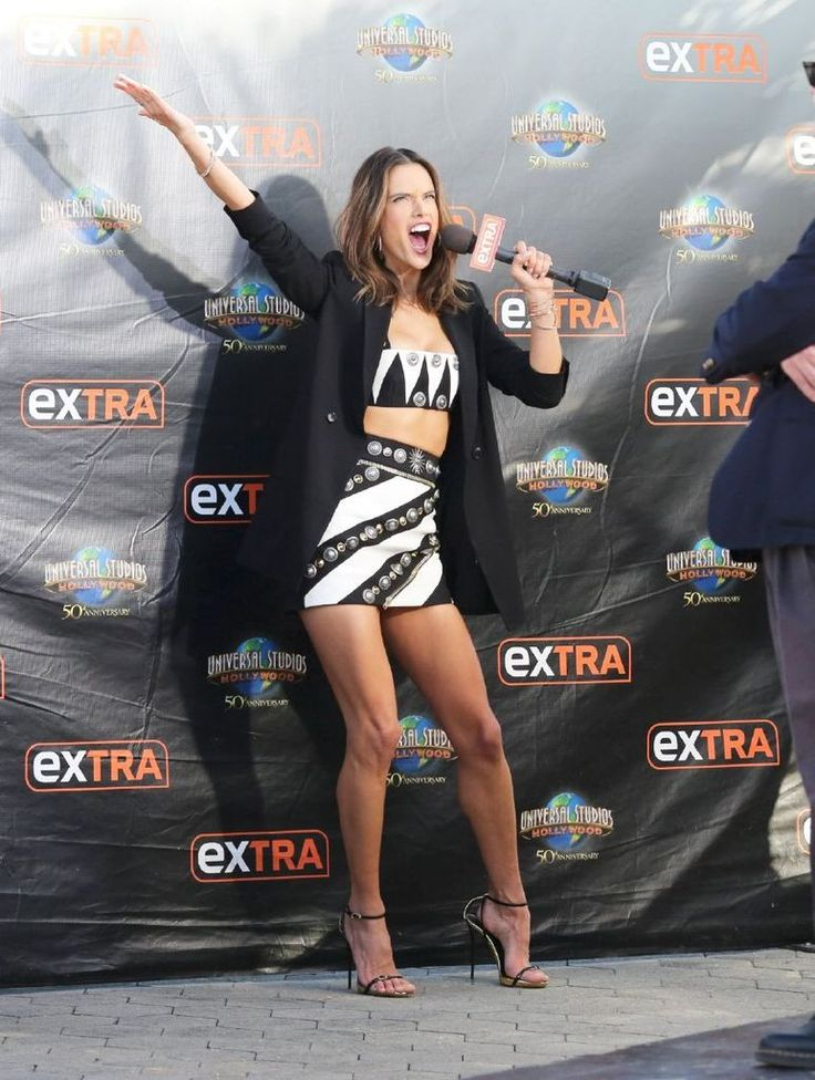 """Alessandra Ambrosio On """"Extra"""" In Hollywood : Global Celebrtities (F) FunFunky.com"""