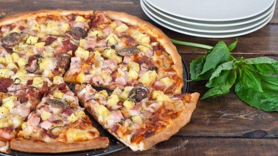 Hawaiian Pizza by JoCooks: Bacon, ham and pineapple! #Pizza #Hawaiian #JoCooksFavourite Pizza, Homemade Hawaiian, Barbecues Sauces, Cooking Food Recipe, Bacon, Pizza Recipes, Maine Courses, Hawaiian Pizza, Food Drinks