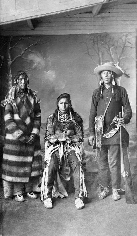 Трое юношей племени черноногих. Калгари, Альберта, 1889 г.