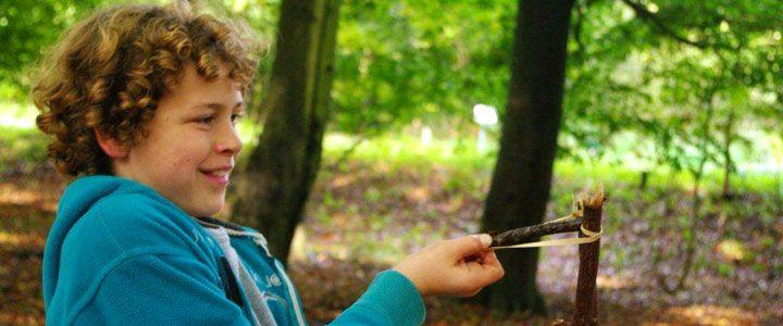 Wil je een indianenfeest? Een echte heksendrank maken of met de boswachter op stap. Marshmallows bakken of diersporen leren herkennen. Boek dan een feestje.