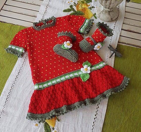 Strawberry Field Dress Set for 3 to 18 months KNITTING PATTERN available on Etsy or at www.tbeecosy.com