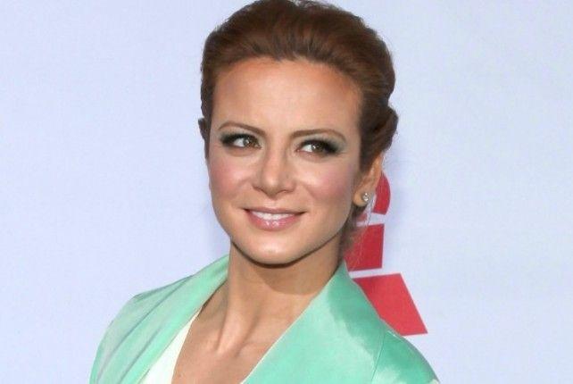 La actriz mexicana Silvia Navarro confirmó que tiene dos meses de embarazo.