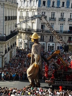 The Mexican, seeking the Little Giant in the streets of Nantes.