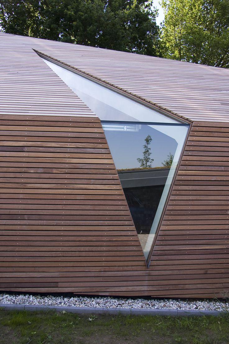 Maas architecten houten garage in lichtenvoorde ip hout wood dak roof maas architecten - Eigentijdse tuinfoto ...