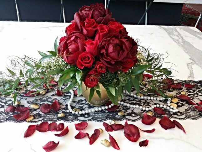 Classic glam red centerpiece