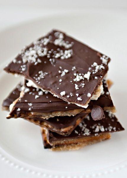Salted Toffee Matzah - Matzah, butter, brown sugar, vanilla, chocolate chips #dessert #Passover