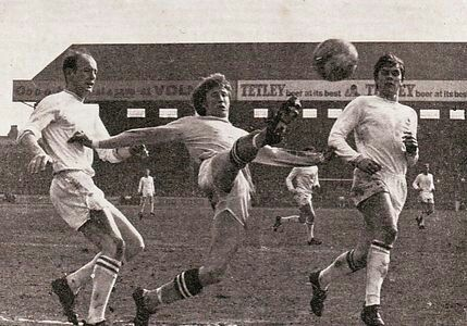Man City 2 Leicester City 0 in April 1969 at Maine Road. Colin Bell can't quite stretch far enough for this ball #Div1