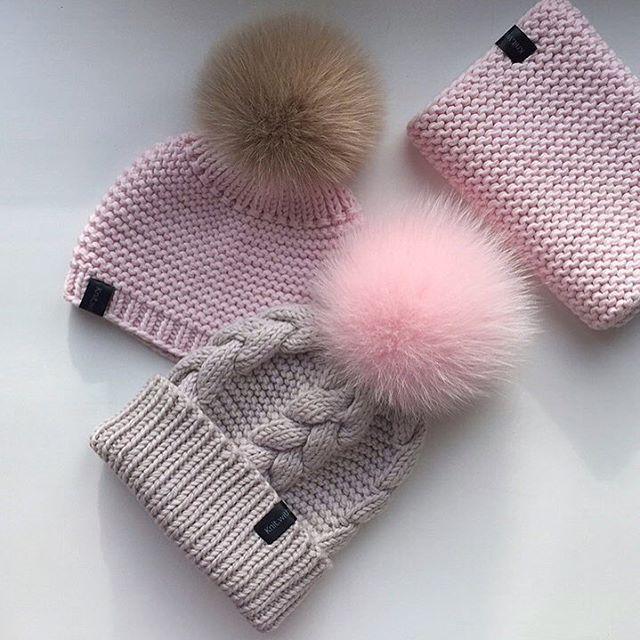 Красивым шапкам красивые помпоны Для своих я выбираю самые лучшие, от @pomponi_lux Не реклама, а благодарность моей меховой фее #knitwithlove#i_loveknitting#iloveknitting#handmad#knittinglove#knithat#balletslippers#caramel#вяжутнетолькобабушки#люблювязать#вязание#вязанаяшапка#вязаниедетям#безделанесижу_скнитшопрувяжу#шапкаспомпоном