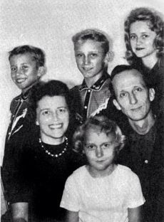 """David Berg and family in 1961 before starting The Family. David Berg married his first wife, Jane Miller (known as """"Mother Eve"""" in the Children of God), on 22 July 1944 in Glendale, California. They had four children together: Linda, Paul, Jonathan, and Faithy."""