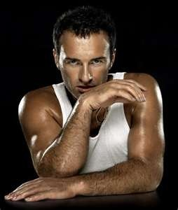 Julian McMahon, I shall put you in my closet and never let you leave :)