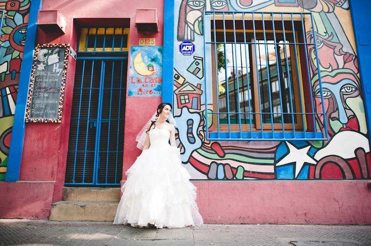 Vestido de Novia , gracias a los fotografos www.valerieyalvaro.com por esta bella imagen, destaca la suavidad y la vez comodidad del vestido de arriane