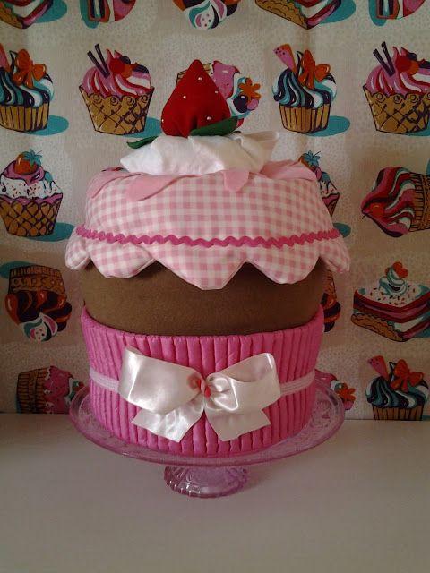 LA VIE EN ROSE: Scatola a forma di cupcake alle fragole!