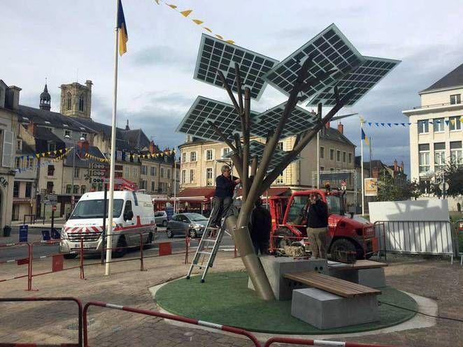 Europa Planta Su Primer ETree, El árbol Solar Que Genera Energía, Es  Proveedor Wifi. Biomimicry ...