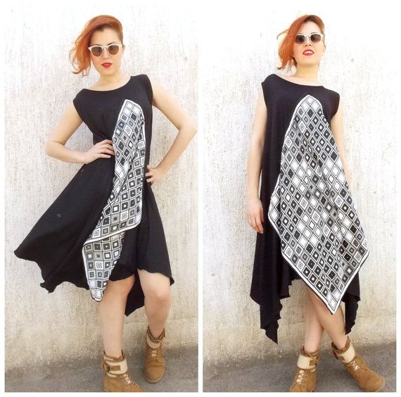 Plus Size Asymmetrical Summer Black Dress / Extravagant par Teyxo, $79.00