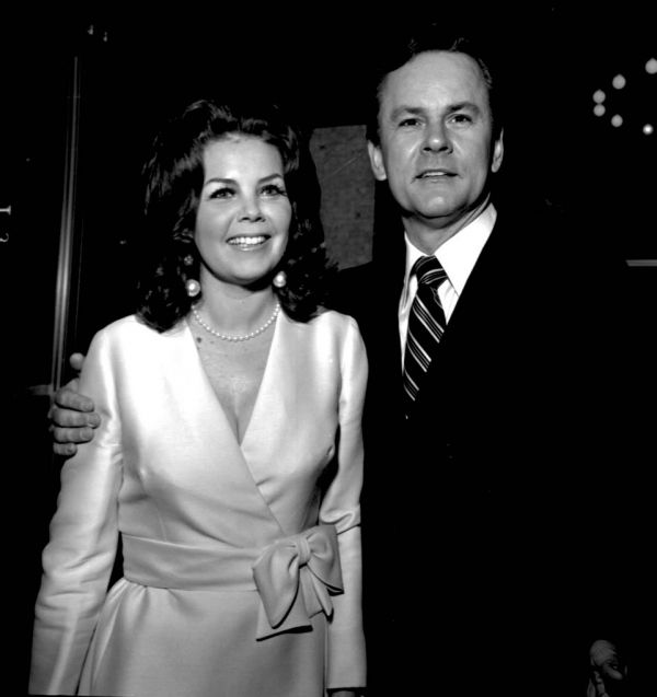 Bob Crane and Sigrid Valdis (Sigrid Valdis really was a brunette; she wore a blond wig on the Hogan's Heroes series.)