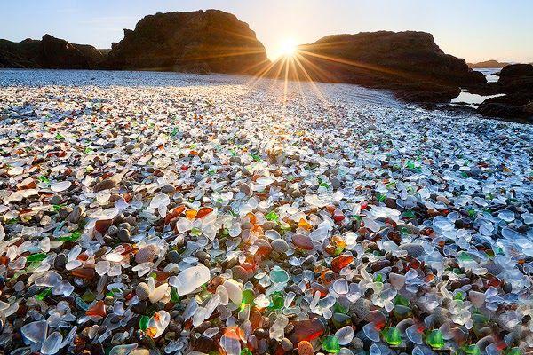 Bзгляд на мир: Стеклянный пляж (Glass Beach) Форт Брэгг, Калифорния, США