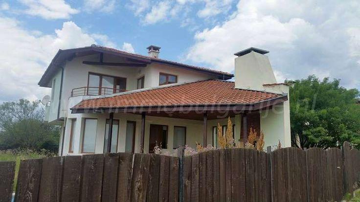 Vakantiehuis met 3 slaapkamers nabij de Bulgaarse kust  Te koop: groot huis met zwembad in het dorpje Goritsa. PRIJS VERLAAGD: 80.000 72.000 euro. Deze woning bevindt zich in het dorp Goritsa en geniet van mooie uitzichten op de landelijke omgeving. Het dorp bevindt zich op slechts een kwartiertje rijden van de bruisende kustplaats Sunny Beach en...
