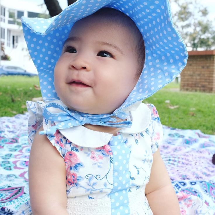 The floppy cotton wide bonnet brim was perfect for today's picnic weather which definitely felt more like Spring than Autumn. Gotta love Queensland