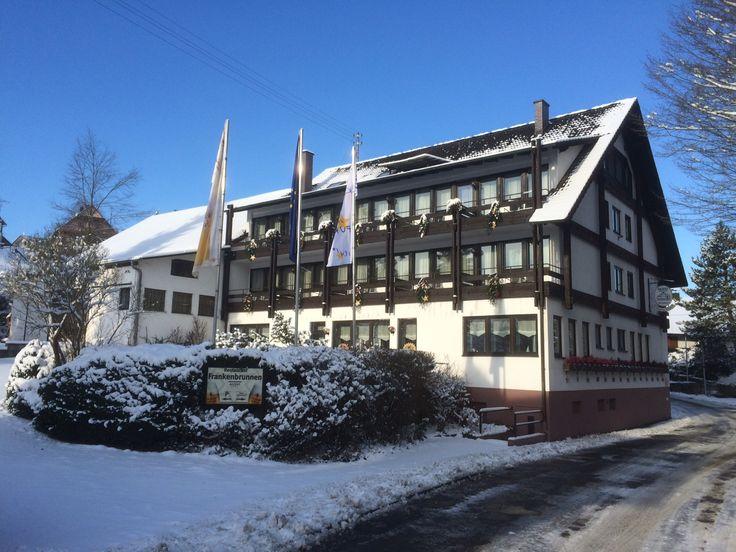 Außenansicht des AKZENT Hotel Frankenbrunnen zur Winterzeit.