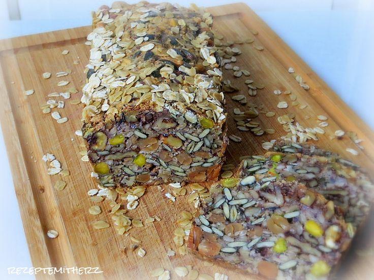 Rezepte mit Herz ♥: Kernkraftwerk - Low Carb Brot mit Nüssen und Saaten