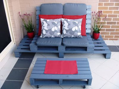 Outdoor Chillout Lounge Chair.  My first creative pallet project!