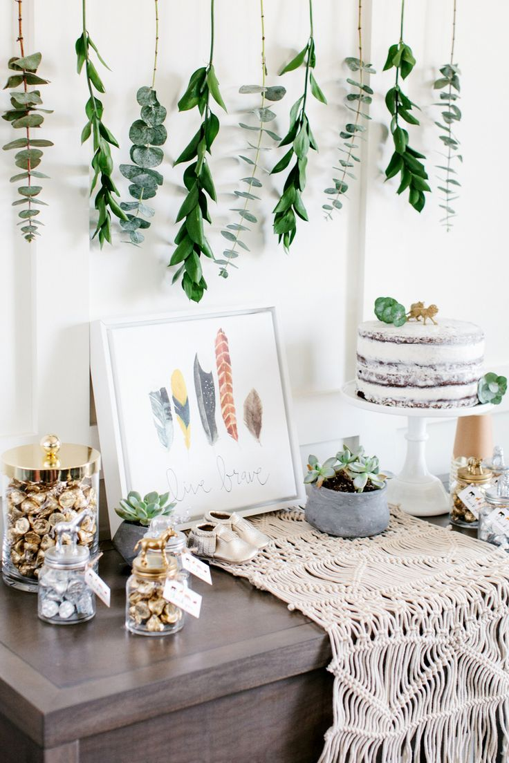 We absolutely love this Boho Baby Shower! The boho trend is so cute, and is so easy to make your own! Using natural elements makes it feel like you are a part of nature, and adding a little metallic really makes it pop! See more on The TomKat Studio!