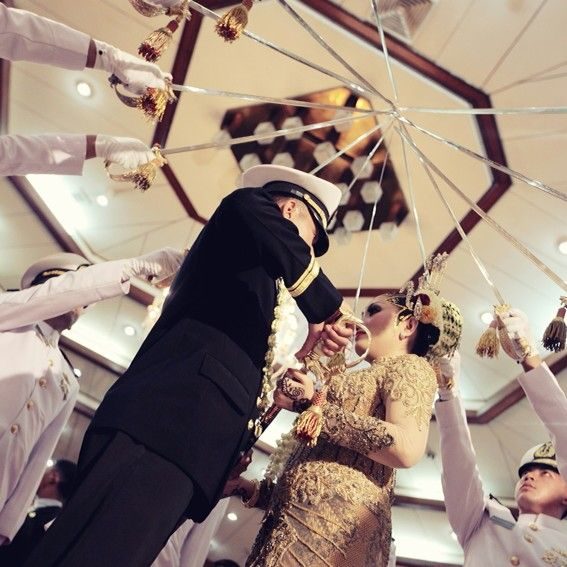 Indonesia traditional wedding #pedang pora