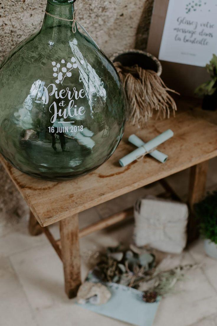 Julie & Pierre souhaitaient accueillir les invités de leur mariage dans une amb…