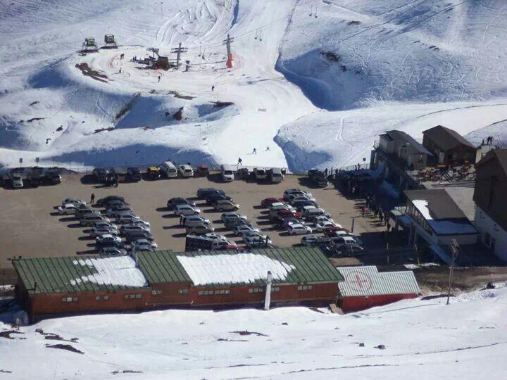 Cancha de esqui y andaribel. Valle Nevado.