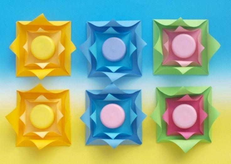 BAREVNÁ PLASTIKA - papírové čtverečky a plastová víčka      EKOATELIÉR 2015  Colorful decoration - paper squares and plastic bottle caps