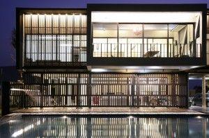 Украшения: Эксклюзивная современная Тропический Home Design вдохновляющие стеклянные стены концепция и применение - ослепительным и великолепный огромный стеклянный стены и раздвижные двери небесного Современное Главная Дизайн фасадов Средняя версия