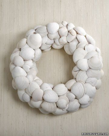 summer wreath made of clam shells
