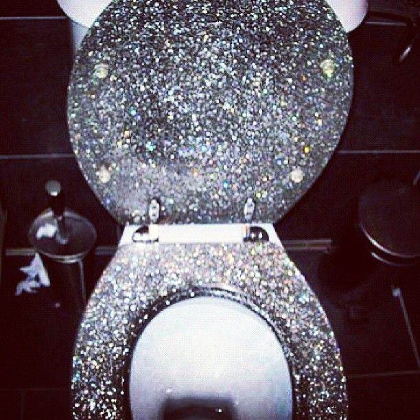 Sparkly toilet<3 Loveee! I would love to have that for my own bathroom