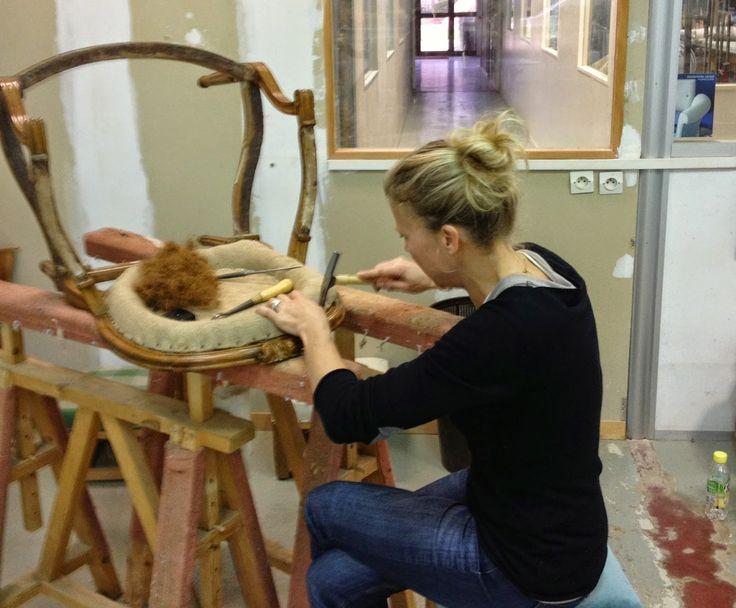Tapisserie en siège, restauration, relooking de meubles, l'atelier d'une marquise qui, à défaut d'avoir des doigts de princesse, a des doigts de fée :-)