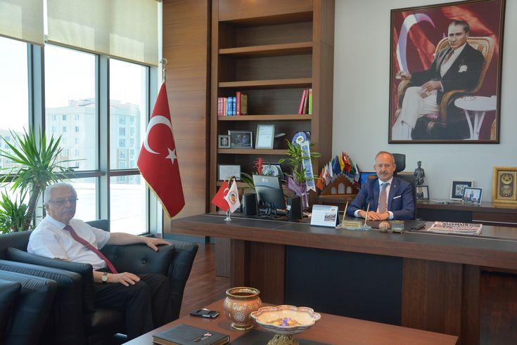 Çorlu İlçe Milli Eğitim Müdürü Mustafa Güçlü´den Odamız Yönetim Kurulu Başkanı İbrahim Gönül´e Ziyaret