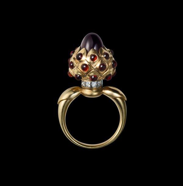 Добро пожаловать в галерею JART: jewelry and art gifts. Мы любим работать для вас: подбираем ювелирные украшения, создаём их по вашим желаниям, обслуживаем ваши коллекции и переворачиваем мир в верх дном при поиске редких ювелирных камней. Так же на нашей площадке представлены работы скульпторов, живописцев, керамистов, стеклодувов, живописцев и рисовальщиков. Мы создаём идеи ваших подарков. Welcome.
