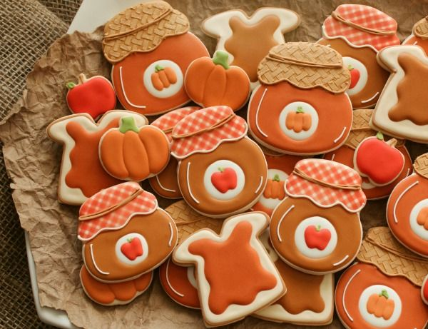 Thanksgiving Decorated Jelly Jar Cookies courtesy of Sugarbelle! FooDoodler fine line markers are used in the creation of these adorable treats.