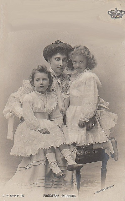 Prinzessin Ingeborg von Schweden mit ihren Töchtern Margarete und Märtha, nee Princess of Denmark