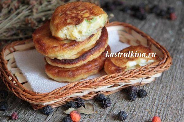 Рецепт оладьев с вареными яйцами и луком