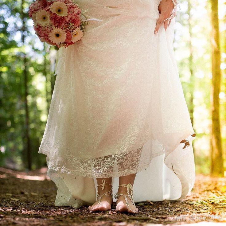 Feel the earth. #GermanWedding #BodaenAlemania #bohobride #travel #tonyromero #destinationphotographer #betzenstein #nuremberg #wedding #nofilter #instalove #instatravel #photography #atardecer #summer #sunset #spanishweddingphotographer #dreamweddingshots #fotografosboda #happiness #love #light #lovely #boho #bohowedding #bodaenelcampo #bodaboho #bride #noviadescalza