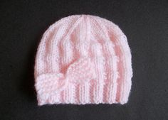 There just aren't enough cute free patterns for baby boys - so I hope to add a few more over the next couple of months, starting with this easy little baby hat.