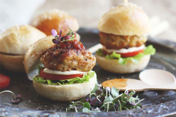 Chicken And Pinenut Sliders: Mini Burgers, Burgers Buns, Minis Dog Qu, Chicken Sliders, Sliders Minis, Pinenut Sliders Y, Pine Nut, Minis Burgers, Cooking Republic