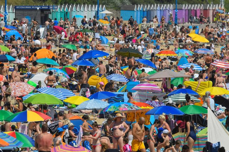 Scorching temperatures hit the UK in pictures UK news