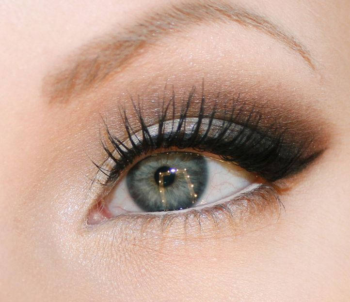 Wedding makeup in grey colors: makeup for grey-blue eyes