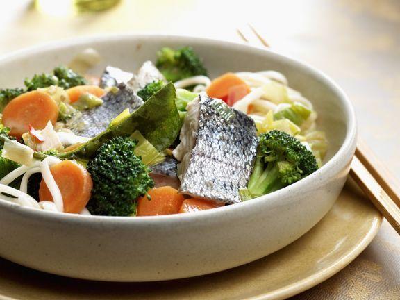 Asiatische Nudeln mit Barsch, Broccoli und Möhren ist ein Rezept mit frischen Zutaten aus der Kategorie Teig. Probieren Sie dieses und weitere Rezepte von EAT SMARTER!